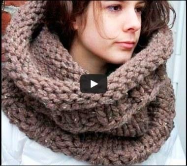 Видео урок как связать шарф-хомут спицами