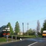10. Движение через ж.д., по автомагистралям и в жилых зонах. Приоритет маршрутных транспортных средств. (видео урок ПДД).
