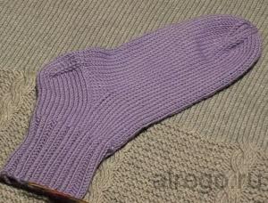 Видео урок о том как самостоятельно  связать спицами носки.