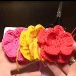Вязание крючком объемных цветов для украшения — видео урок.
